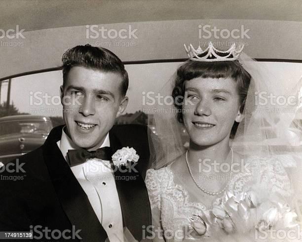 Wedding couple from the 1950s picture id174915139?b=1&k=6&m=174915139&s=612x612&h=sluatdooyuwfmy2lje6 pbqueweaqkganfxp9vysmva=