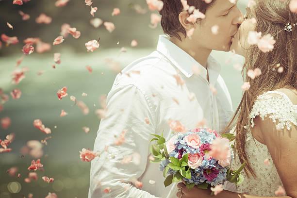 paar just married - hochzeitsbilder stock-fotos und bilder