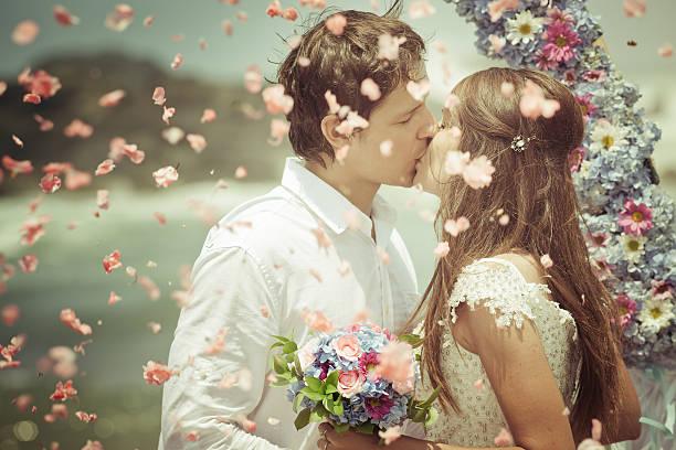 Boda pareja de recién casados - foto de stock