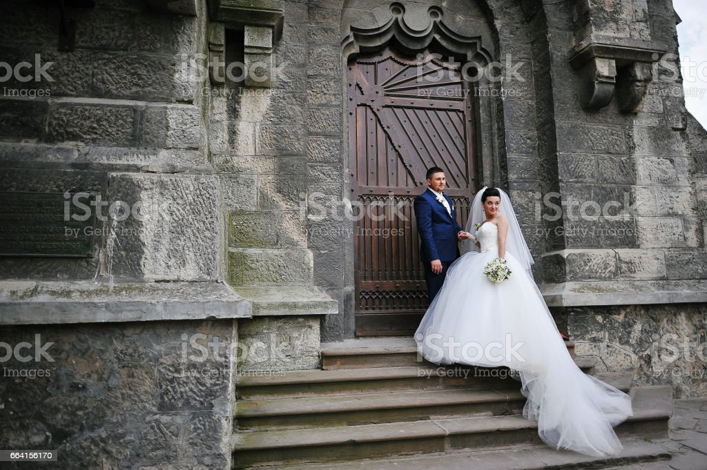 wedding couple near old catholic church foto stock royalty-free