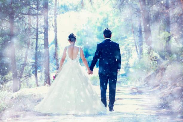 Hochzeitspaar auf Schnee – Foto