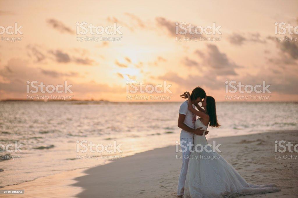 Foto De Casal De Noivos Na Praia Da Ilha E Mais Fotos De