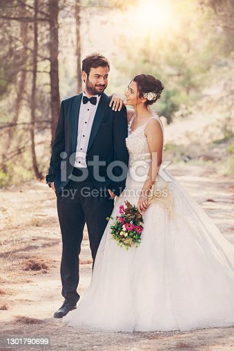 Wedding couple posing in forest.