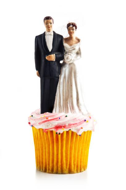 hochzeit-cupcake - tortenfiguren stock-fotos und bilder