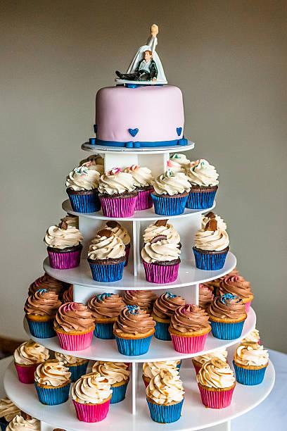 wedding cupcake tower - cupcake türme stock-fotos und bilder
