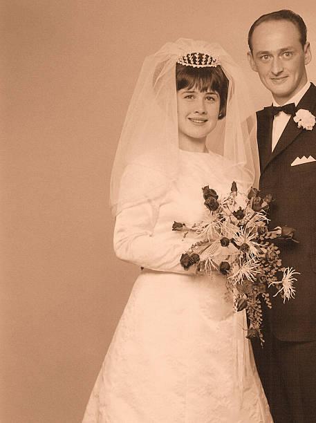 hochzeit day - bräutigam anzug vintage stock-fotos und bilder