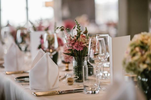 wedding dinner table - muita comida imagens e fotografias de stock