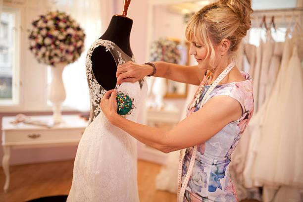 wedding dress designer - hochzeitskleid über 50 stock-fotos und bilder