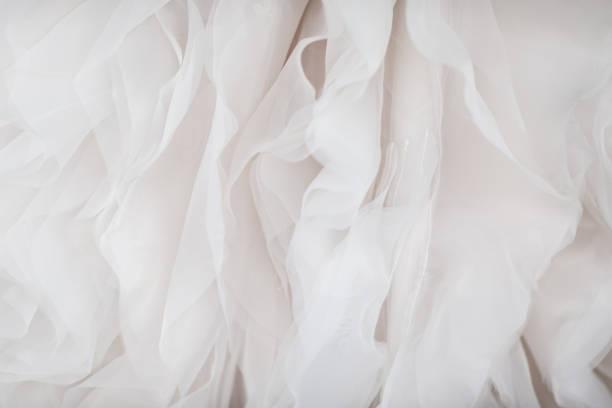 düğün elbise kumaş yakın çekim - beyaz elbise stok fotoğraflar ve resimler