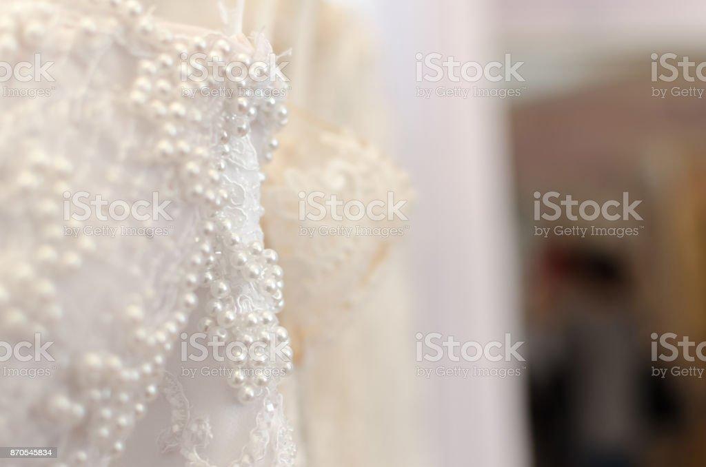 Diamantes e pérolas de vestido de noiva - foto de acervo