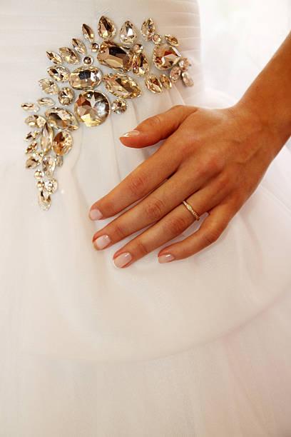 abito da sposa - earring ring foto e immagini stock