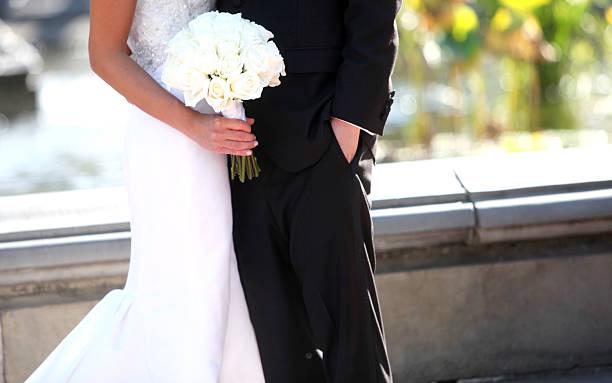 hochzeitskleid - hochzeitskleid in schwarz stock-fotos und bilder