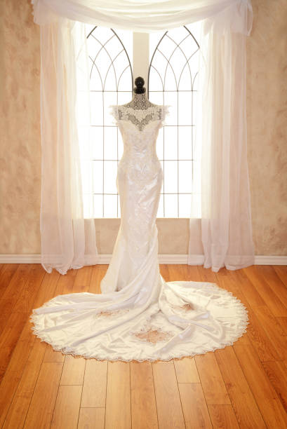 wedding dress with lace trim - hochzeitskleider canda stock-fotos und bilder
