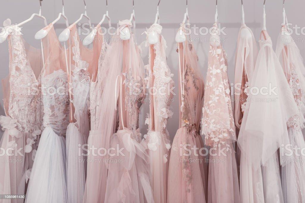 Foto De Vestidos De Casamento Juntos Entregar A Boutique De