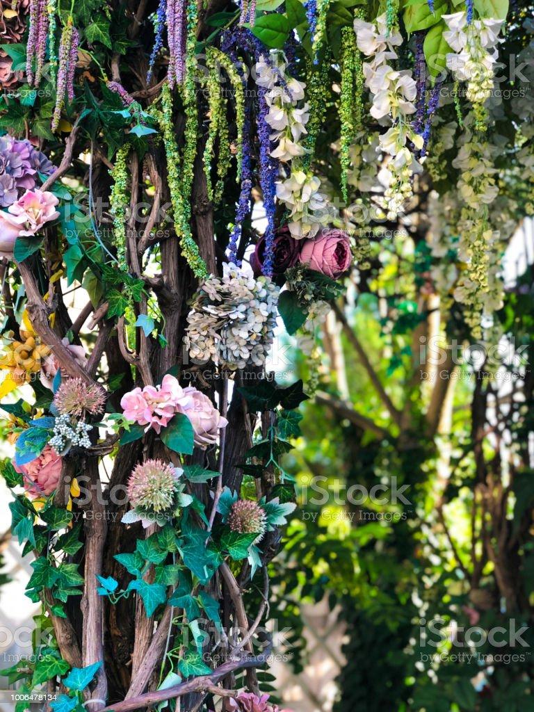 Wedding party flower decor in the summer garden