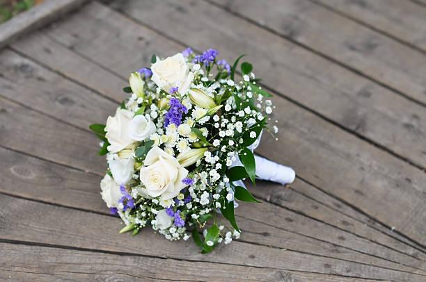hochzeit blumen bouquet - brautstrauß aus holz stock-fotos und bilder