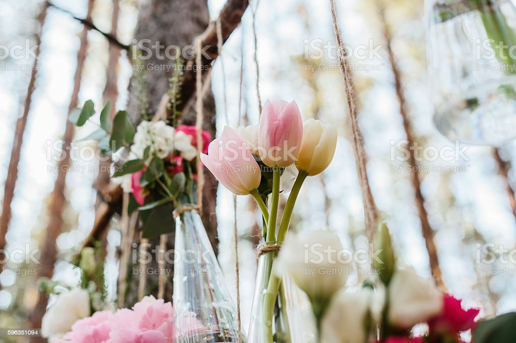 Wedding flowers decoration arch in the forest. Lizenzfreies stock-foto