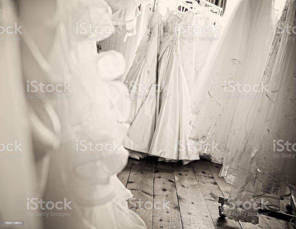 Hochzeit Kleider Aufhängen Alte Holzetage Stock Fotografie Und Mehr