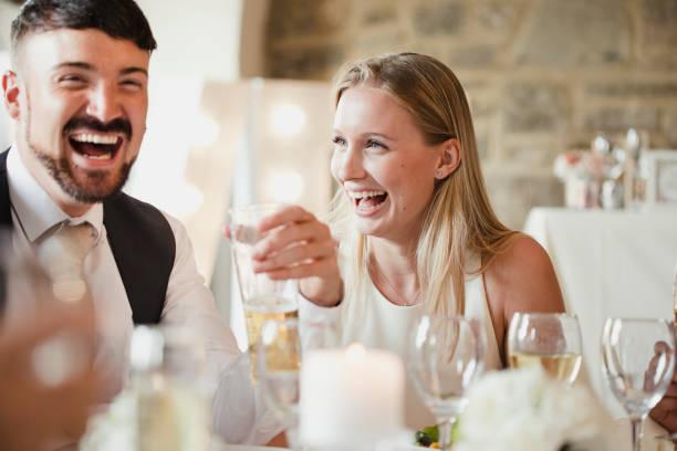 invitados en la cena - gastronomía fina fotografías e imágenes de stock
