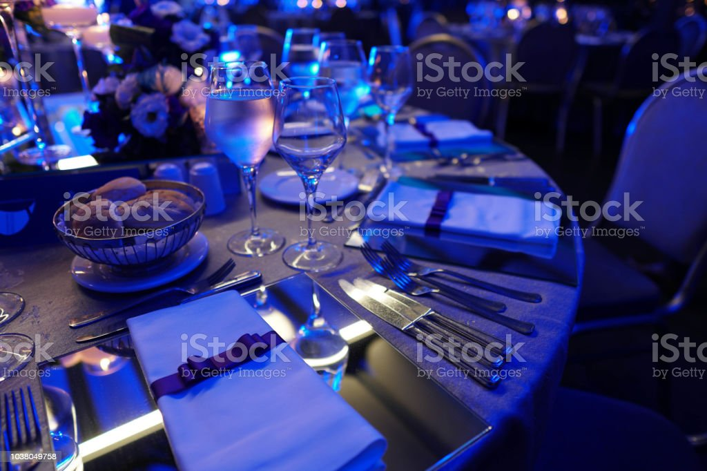 Wedding hall or other function facility set for fine dining - Zbiór zdjęć royalty-free (Bankiet)