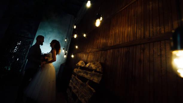 hochzeit im stil der rock. rocker oder biker hochzeit. - wedding photography and videography stock-fotos und bilder
