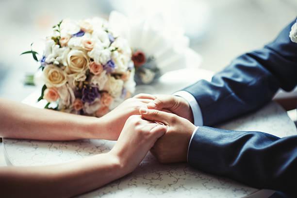 hochzeit einladung - verlobung was schenken stock-fotos und bilder