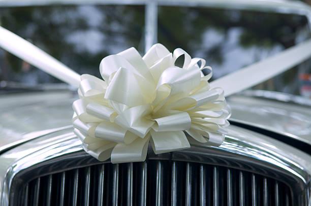 hochzeits-limousine - autoschleifen stock-fotos und bilder