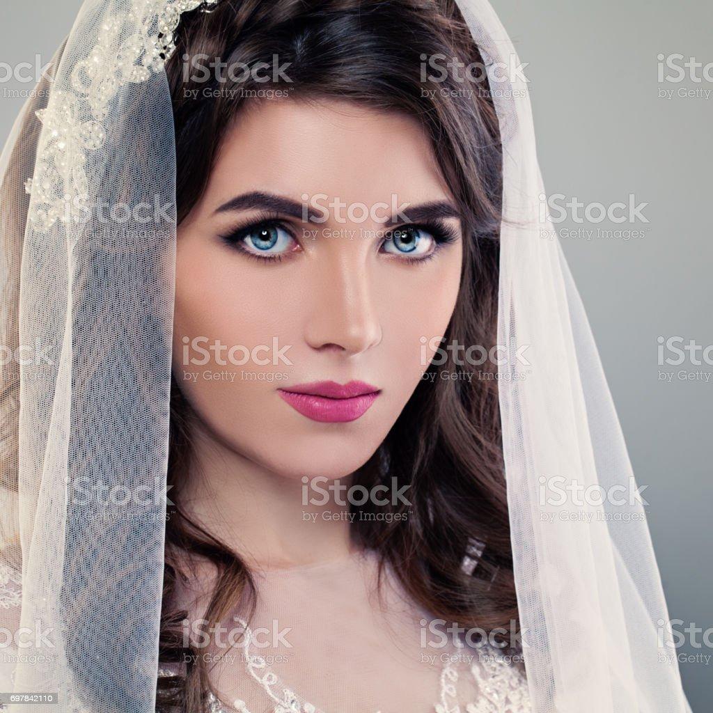 Fotografía de Maquillaje De La Boda Bonita Novia Joven Closeup De La ...