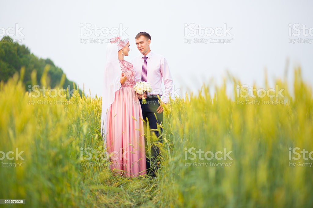 Wedding muslim couple during the marriage ceremony. photo libre de droits