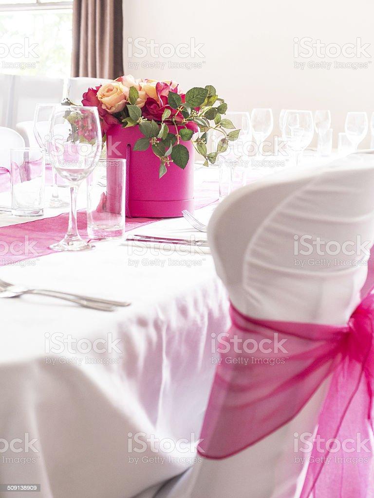 Hochzeit Tisch Stuhlhussen Mit Rosa Scharpe Stockfoto Istock