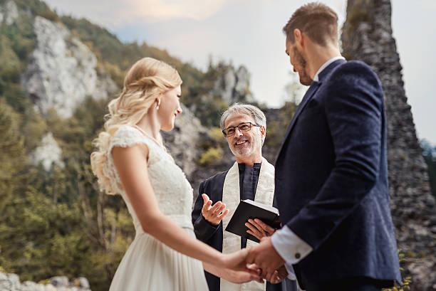 de casamento  - padre - fotografias e filmes do acervo