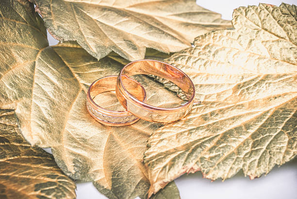 wedding ring and gold leaves - herbst hochzeitseinladungen stock-fotos und bilder
