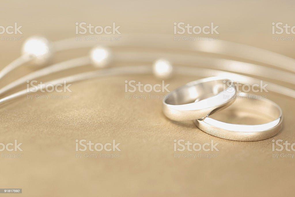 Foto De Alianças De Casamento E Mais Fotos De Stock De