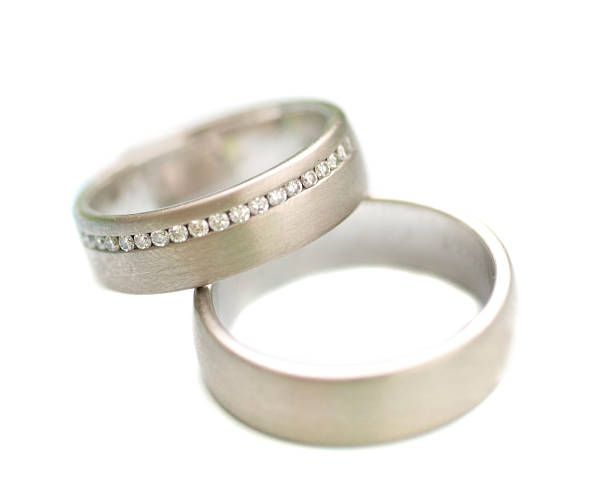 wedding rings - zwei silberne Hochzeitsringe wedding rings on white background z_wei stock pictures, royalty-free photos & images