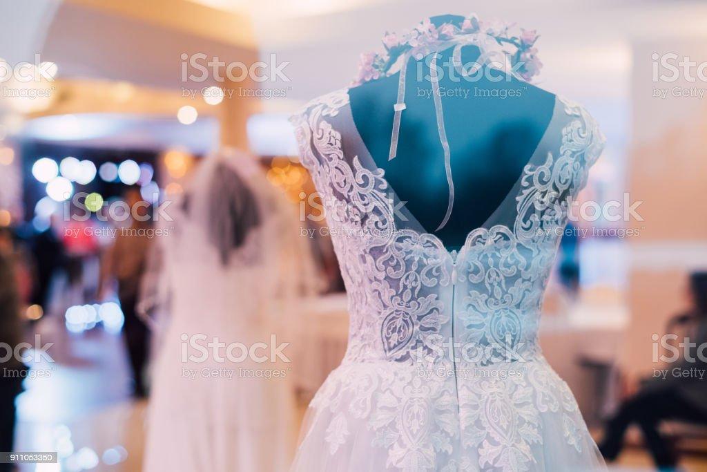 wedding shop outside the window – zdjęcie