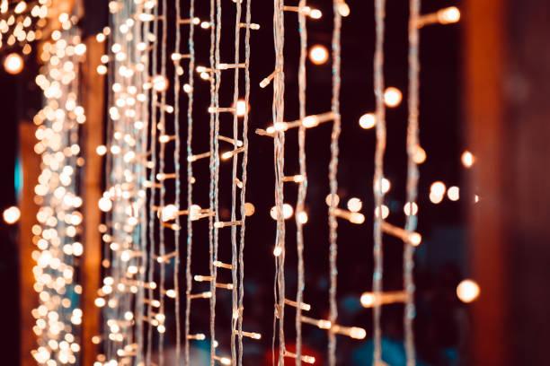 hochzeits-string-leuchten - tischdeko goldene hochzeit stock-fotos und bilder