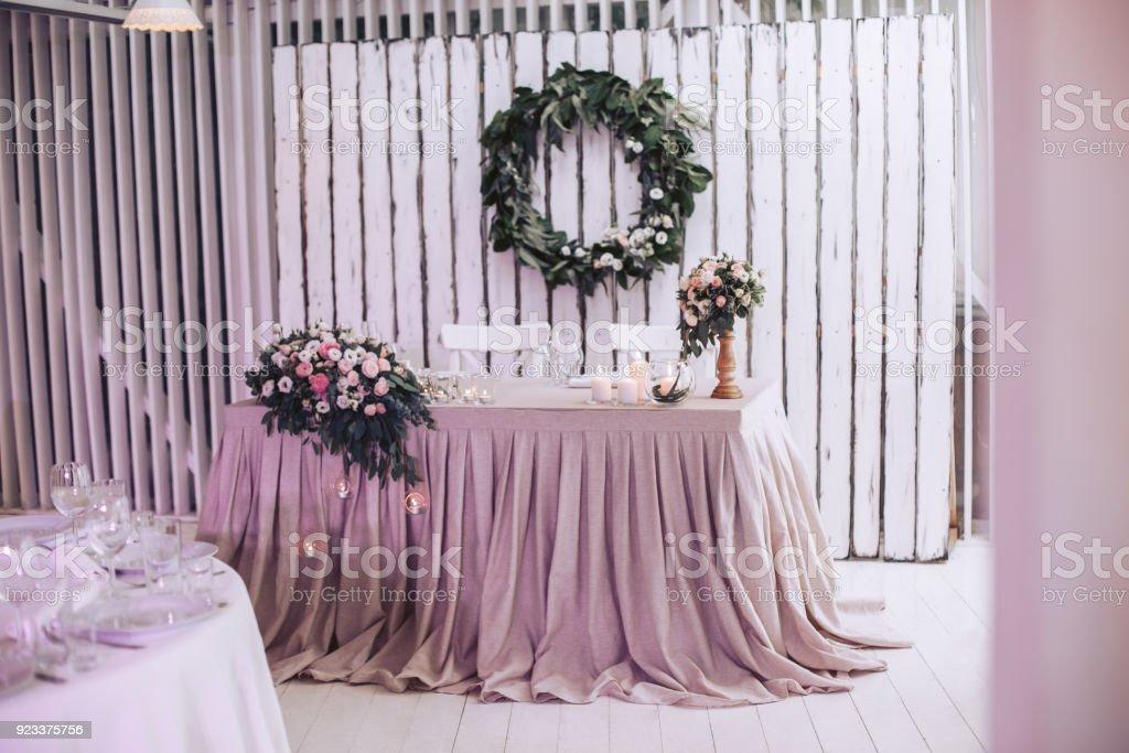 Hochzeit Tisch Im Innenraum Mit Dekorativen Design Kerzen Und Blumen