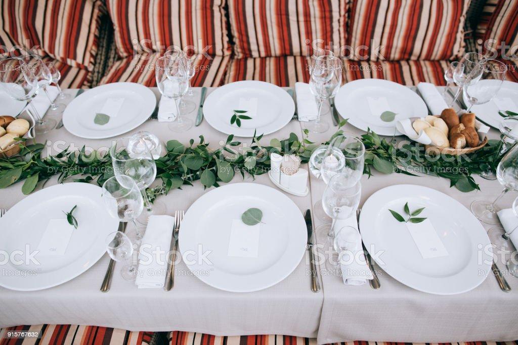 Hochzeit Tisch Einstellung Dekoration Blumen Und Grünen Blättern