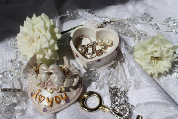 weeding occasion - earring ring foto e immagini stock