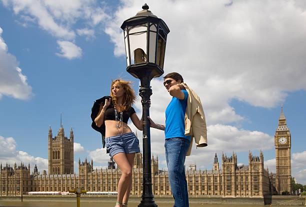 wochenende in london - liebeskummer englisch stock-fotos und bilder