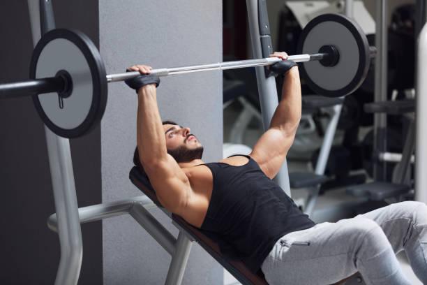 Gewichtheber und Bodybuilder Gewichte heben – Foto