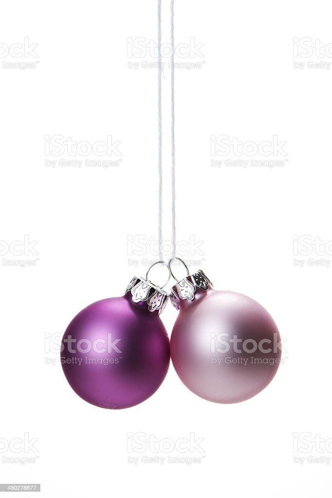 Weihnachten, Weihnachtskugeln rosa hängend isoliert royalty-free stock photo