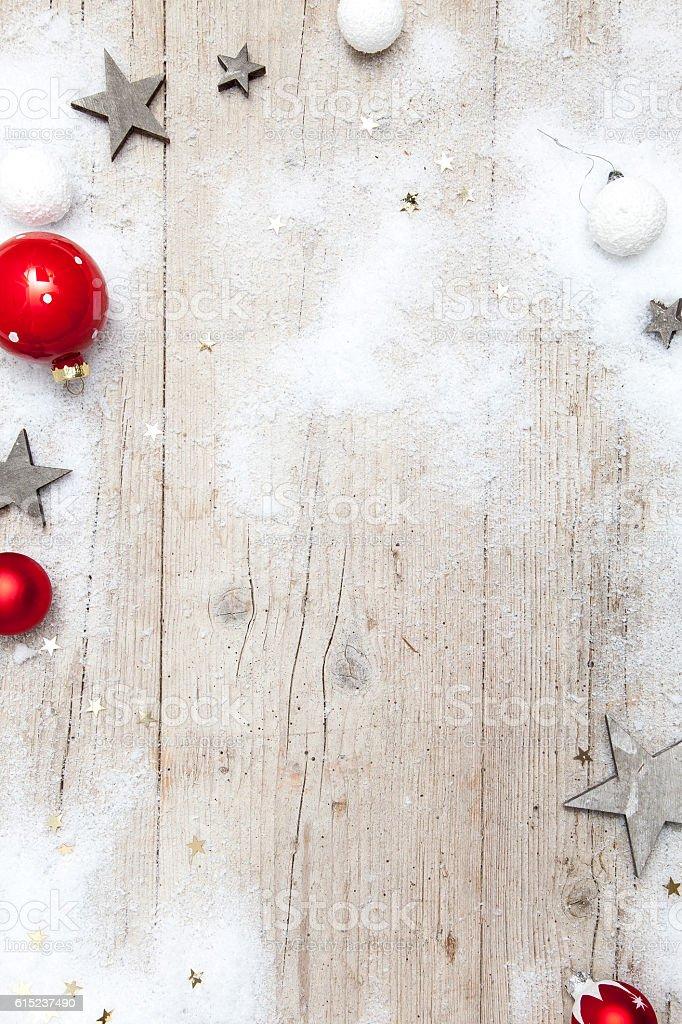 Weihnachtlicher grauer Holz Hintergrund mit Deko stock photo
