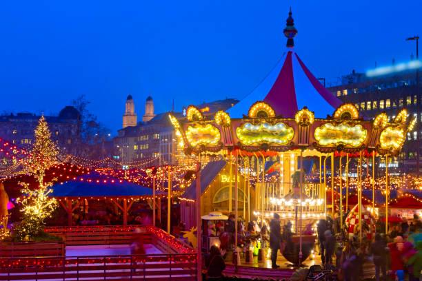 Weihnachtsmarkt in Zürich, Schweiz Weihnachtliches Zürich, Schweiz limmat river stock pictures, royalty-free photos & images
