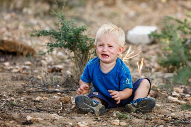Weinender Junge – Foto
