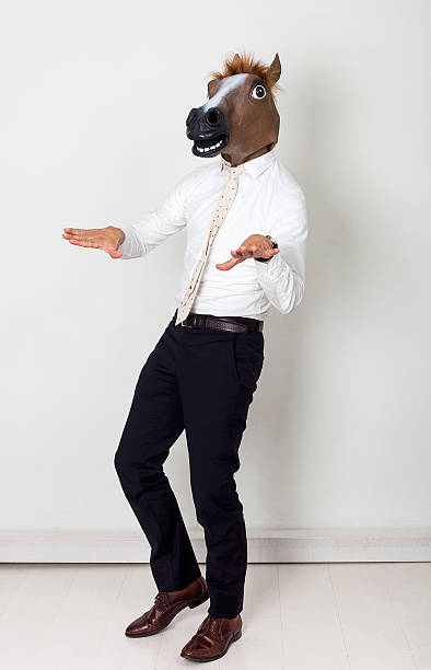 komisch geschäftsmann porträt mit pferdekopf und gestikulieren - lustige pferde stock-fotos und bilder