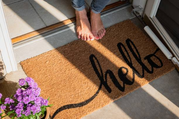 welcome mat in front of new home - home sweet home imagens e fotografias de stock