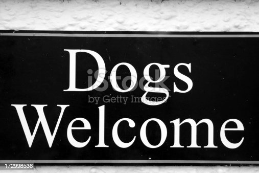 Dogs welcome sign.