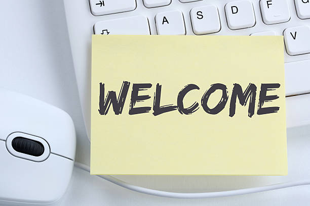 Welcome new employee colleague refugees refugee immigrants office - foto stock