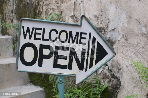 istock Welcome / Open arrow sign 1156015370